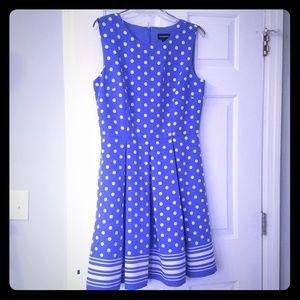 Beautiful polka dot dress 🌟